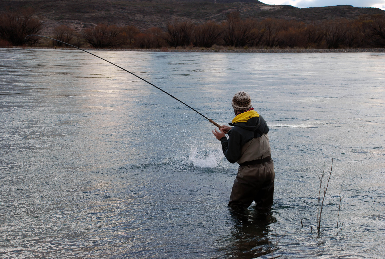 Big fish patagonia video fishing limay medio for Patagonia fly fishing